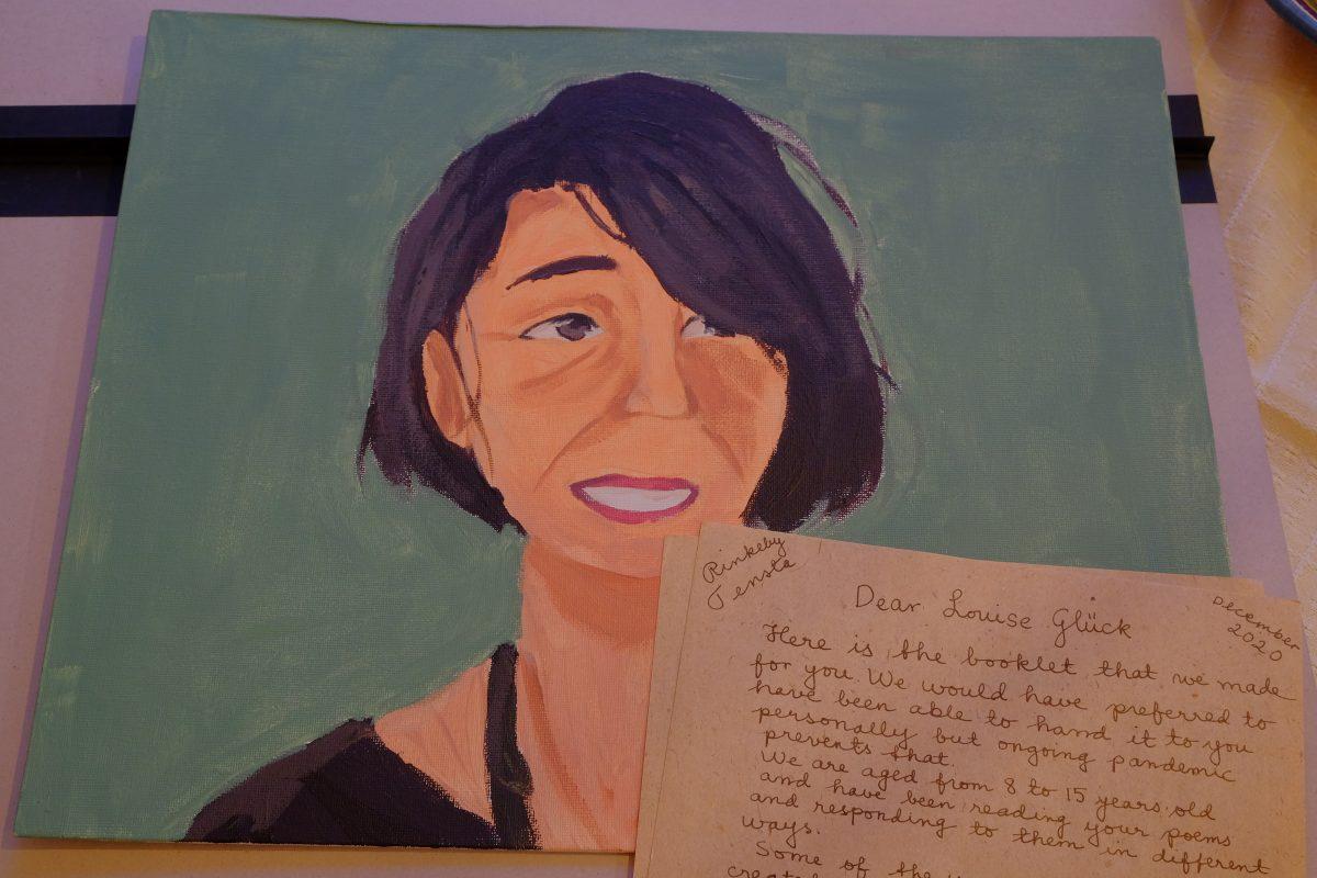 Ett porträtt som föreställer Louise Glück samt ett handskrivet brev till henne.